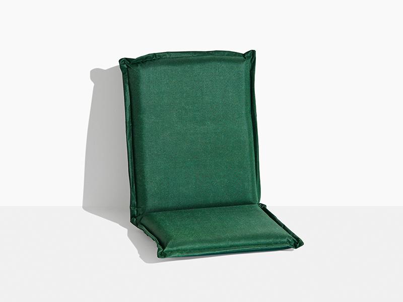 Dyna Safir Grön. Alla Scanteaks trädgårdsdynor är tillverkade i väderbeständig, smutsavisade och UV-behandlad polyester.