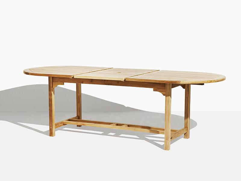 Trädgårdsbord i teak. Hos scanteak finns endast möbler tillverkade i kärnteak utan tillsatta kemikalier, vi planterar ett nytt teakträd / såld produkt.
