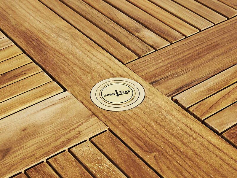 Runt trädgårdsbord i teak. Hos scanteak finns endast möbler tillverkade i kärnteak utan tillsatta kemikalier, vi planterar ett nytt teakträd / såld produkt.