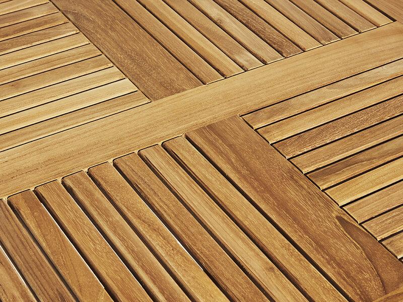 August fällbord runt. Hos scanteak finns endast möbler tillverkade i kärnteak utan tillsatta kemikalier, vi planterar ett nytt teakträd / såld produkt.