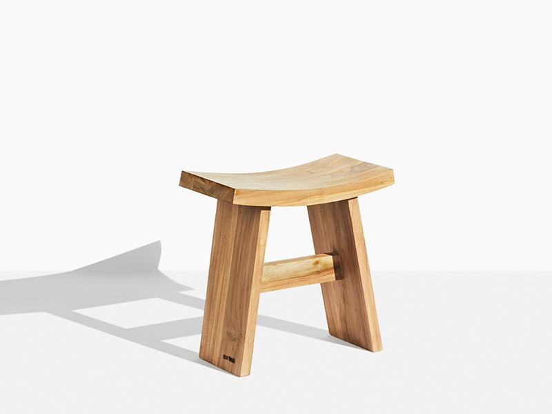 Teakpall pall kraftig och exklusiv. Hos scanteak finns endast möbler tillverkade i kärnteak utan tillsatta kemikalier, vi planterar ett nytt teakträd / såld produkt.
