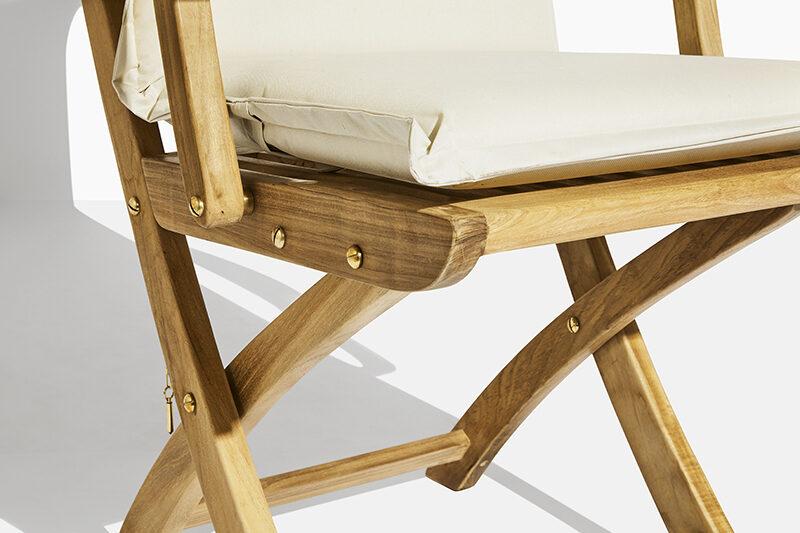 Safir trädgårdsstol dyna. Hos scanteak finns endast möbler tillverkade i kärnteak utan tillsatta kemikalier, vi planterar ett nytt teakträd / såld produkt.