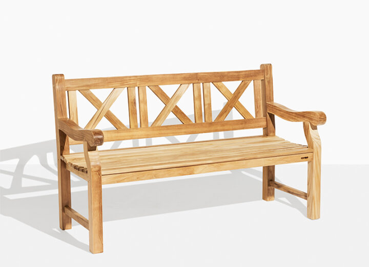 X Bänk Teak Trädgårdsbänk. Hos scanteak finns endast möbler tillverkade i kärnteak utan tillsatta kemikalier, vi planterar ett nytt teakträd / såld produkt.
