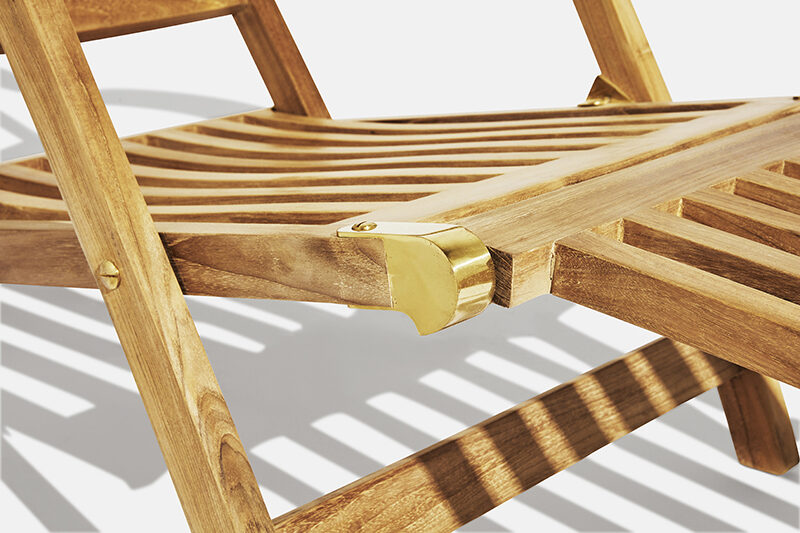 Carla liggstol teak. Hos scanteak finns endast möbler tillverkade i kärnteak utan tillsatta kemikalier, vi planterar ett nytt teakträd / såld produkt.