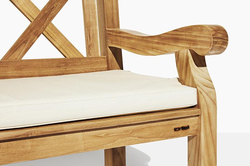 X trädgårdsbänk vit dyna. Hos scanteak finns endast möbler tillverkade i kärnteak utan tillsatta kemikalier, vi planterar ett nytt teakträd / såld produkt.