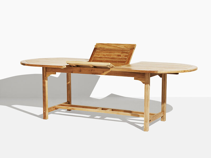 Sara teak trädgårdsbord . Hos scanteak finns endast möbler tillverkade i kärnteak utan tillsatta kemikalier, vi planterar ett nytt teakträd / såld produkt.