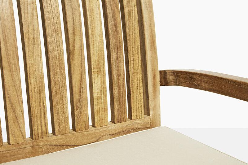 Frederikke teak stapelstol. Hos scanteak finns endast möbler tillverkade i kärnteak utan tillsatta kemikalier, vi planterar ett nytt teakträd / såld produkt.