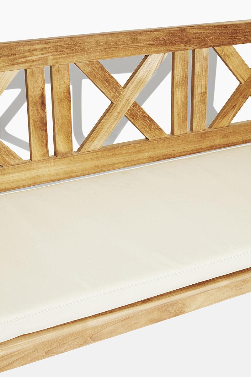 X trädgårdsbänk i teak. Hos scanteak finns endast möbler tillverkade i kärnteak utan tillsatta kemikalier, vi planterar ett nytt teakträd / såld produkt.