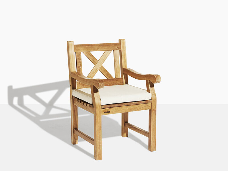 X stol i teak. Hos scanteak finns endast möbler tillverkade i kärnteak utan tillsatta kemikalier, vi planterar ett nytt teakträd / såld produkt.