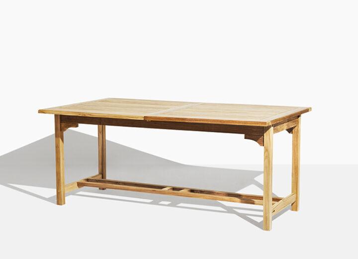 Vega utdragssbord i teak. Hos scanteak finns endast möbler tillverkade i kärnteak utan tillsatta kemikalier, vi planterar ett nytt teakträd / såld produkt.