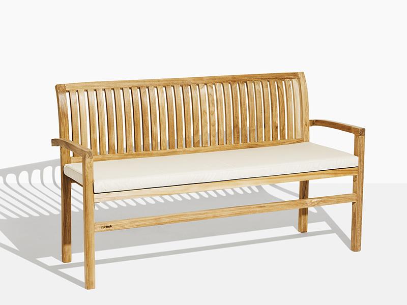 Oskar trädgårdsbänk i teak. Hos scanteak finns endast möbler tillverkade i kärnteak utan tillsatta kemikalier, vi planterar ett nytt teakträd / såld produkt.
